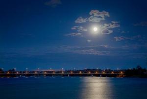 Bridge-Moon_2874-72